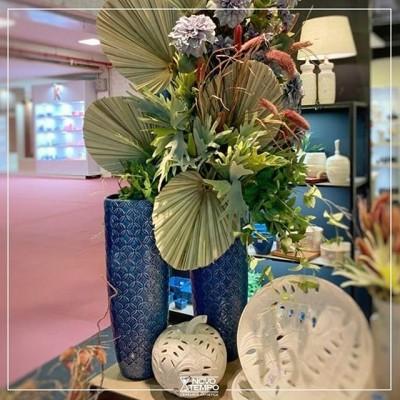 Decore com estilo e qualidade, utilizando nossos imponentes vasos para montar belos arranjos!  #linhamarrakech #azul #azulpersia #cores #lançamentos #abcasa #novidades #ceramica #decoração #vasos #cachepots #inspiração #beleza #instadecor #ceramicanovotempo #casa #decorstyle #design #designdeinteriores #instadecor #instadesign #arranjos #arranjosflorais