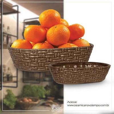 Uma linha que fica um encanto na sua cozinha é essa!  Linha Cesta, também na opção off-white, ou chocolate e verde com  guardanapo! Muito legal, né? Veja a linha completa em nosso site e faça seu orçamento: www.ceramicanovotempo.com.br 😉  #linhacesta #capuccino #cor #cozinha #ceramica #decoração #linhantiqua #cimento #vasos #cachepots #inspiração #beleza #ceramicanovotempo #casa #decorstyle #design #designdeinteriores #instadecor #instadesign #arranjos #lojistas #atacado #portoferreira